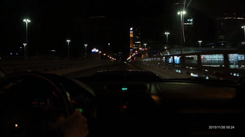 Subaru i nielegalny wyścig w centrum Warszawy.