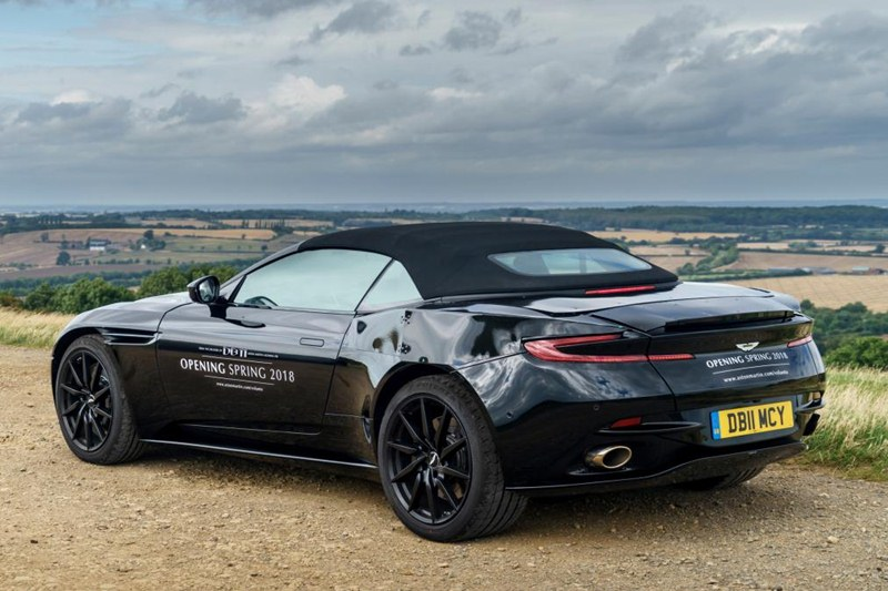Aston Martin DB11 Volante - auto Bonda bez dachu