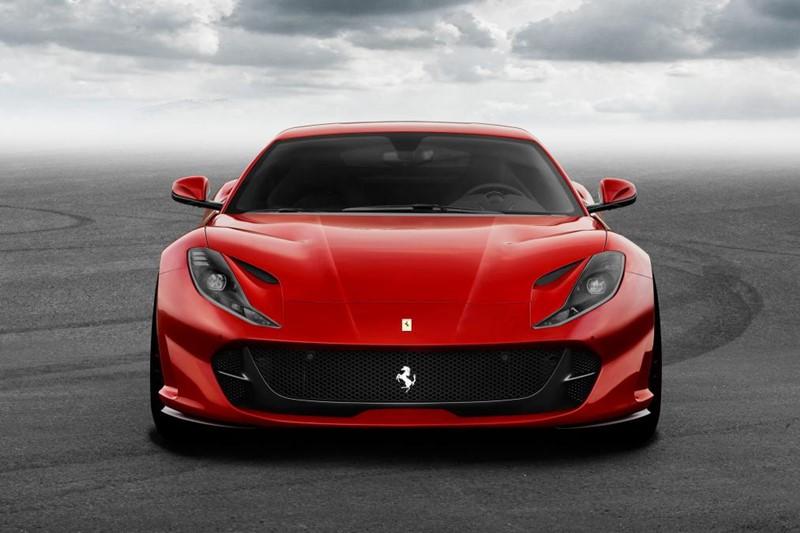 Ferrari 812 SuperFast - imię, które zobowiązuje