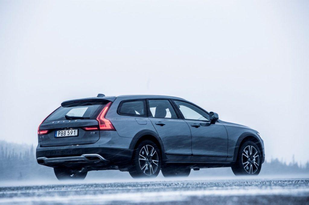 Góry, krajobrazy i przytulny domek- Relaks z Volvo V90 Cross Country