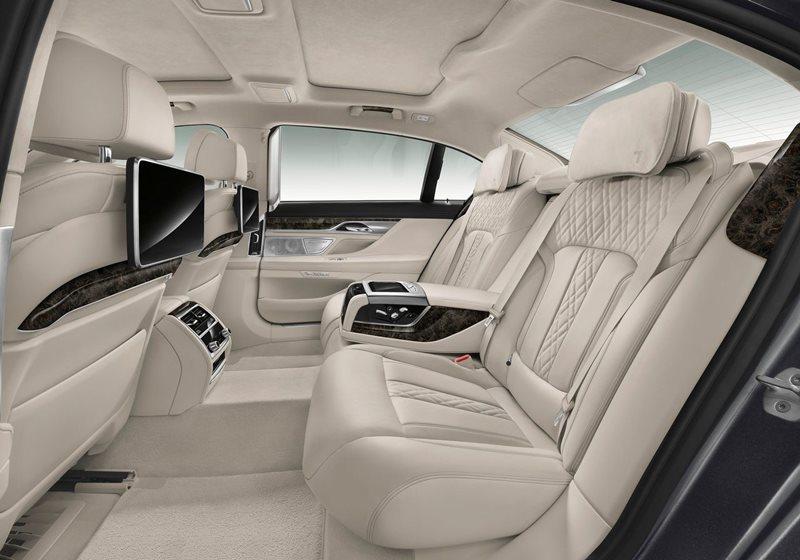 Luksusowe limuzyny – co oferuje klasa premium?