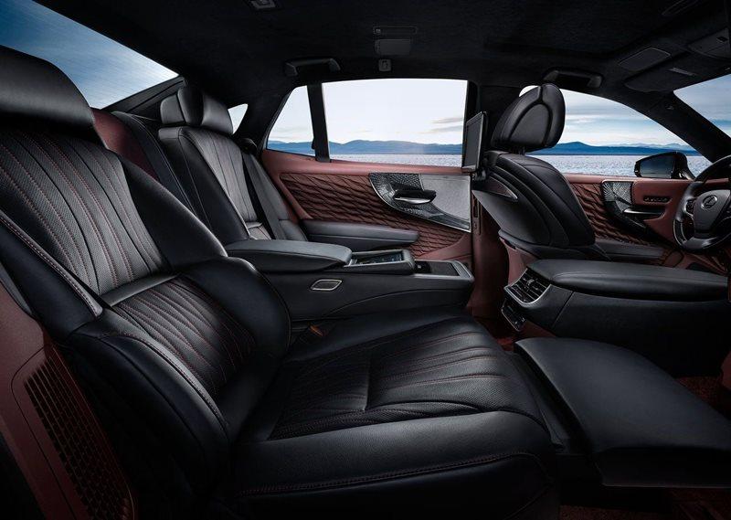 Luksusowe limuzyny - wnętrze Lexusa LS
