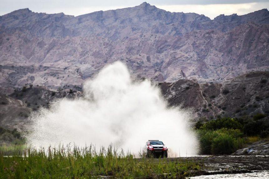 12 etap Rajdu Dakar Toyota na trasie